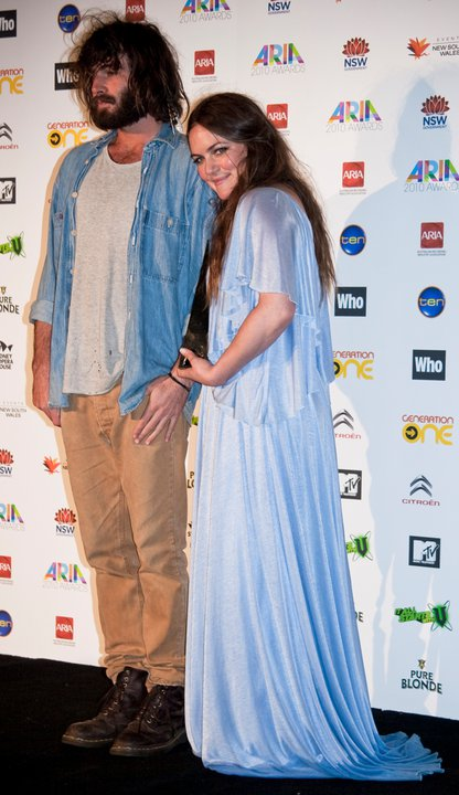 Angus & Julia Stone with their ARIA Award.