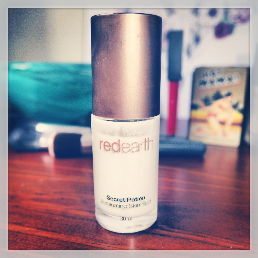 Red Earth's Secret Potion Illuminating Skin Fluid in Pearl.